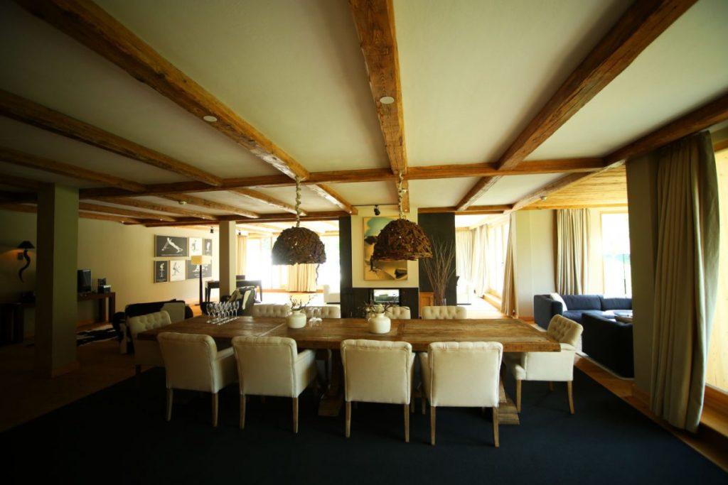 Esstisch der Penthouse-Suite im Kempinski Das Tirol Kitzbühel