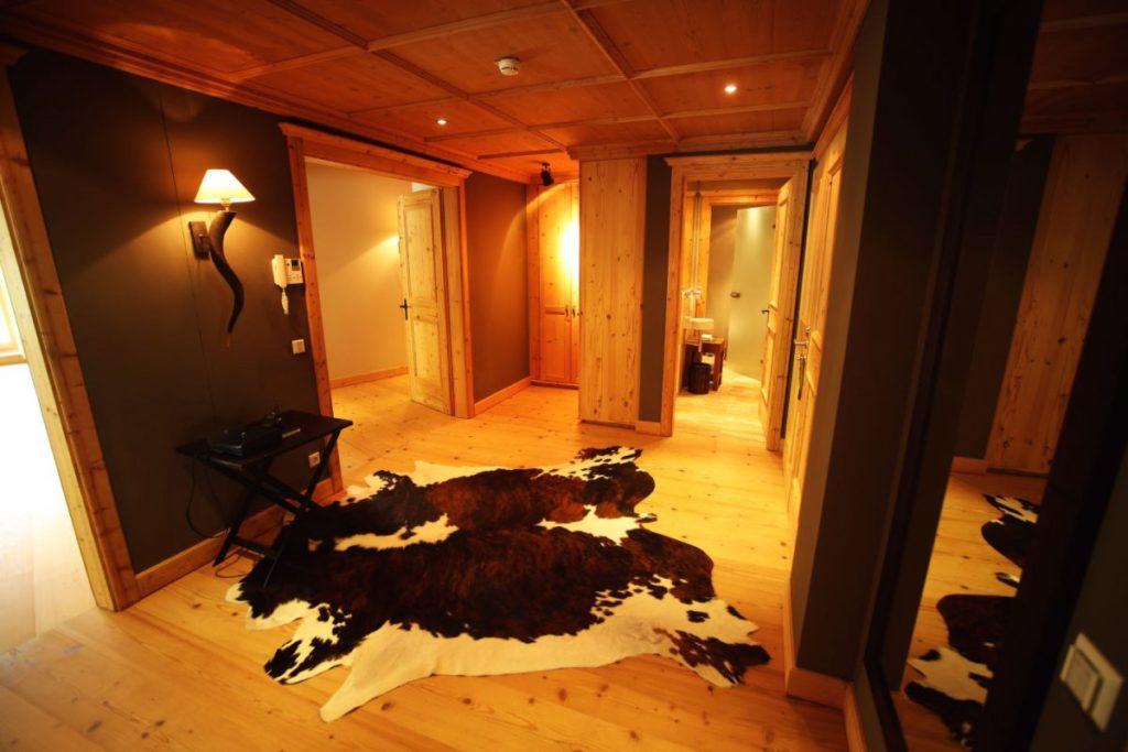 Flur der Penthouse Suite im Kempinski Das Tirol