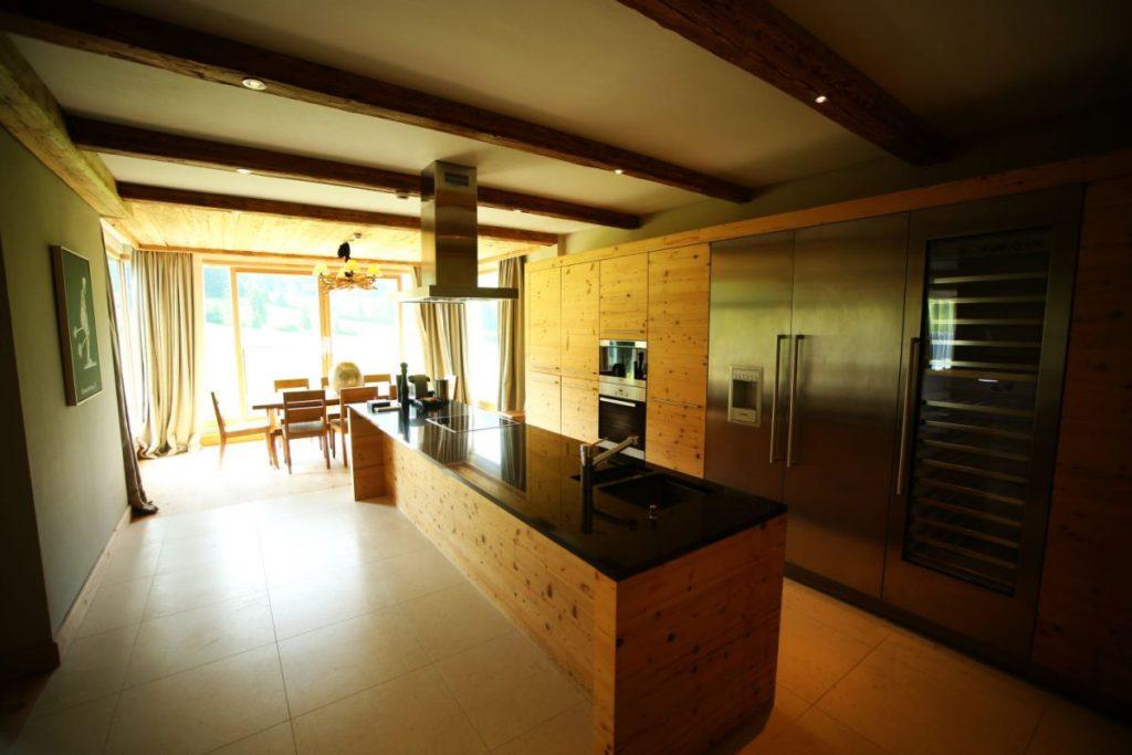 Küche der Penthouse Suite im Kempinski Das Tirol