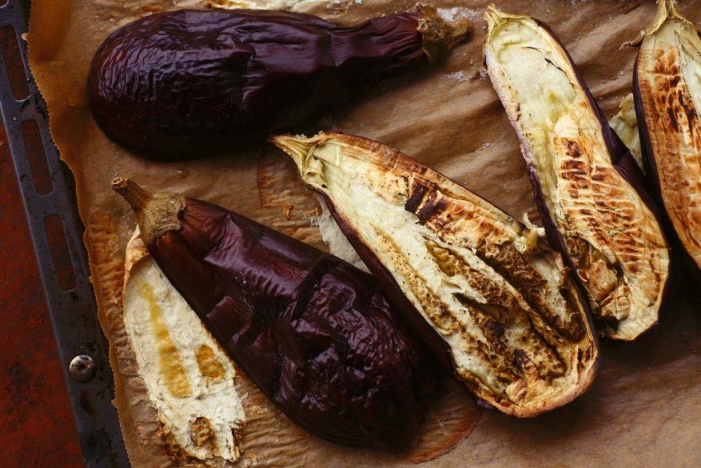 Auberginen für Baba Ghanoush