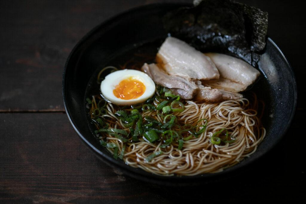 Tonkotsu-Ramen angerichtet