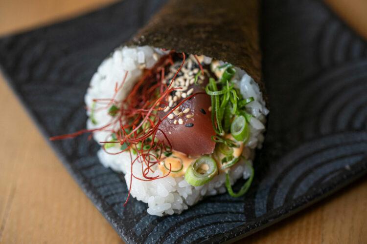 Eine Temaki mit Liebe zum Detail zubereitet.