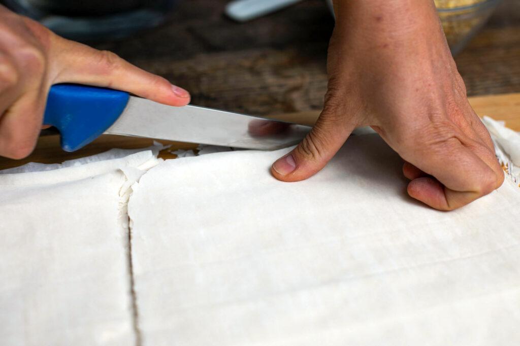 Zurechtschneiden der Teigplatten