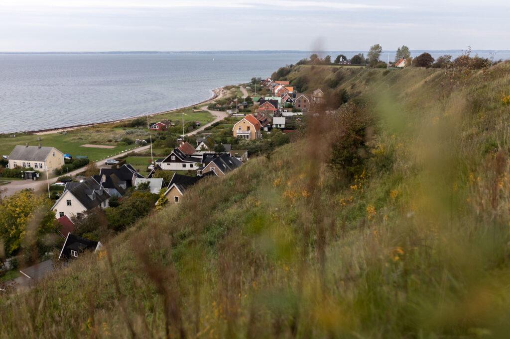 Blick auf die Hafensiedlung auf der Insel Ven